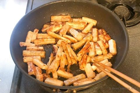大根 ごぼう レシピ 大根とごぼうの甘辛炒め 大根と調味料を加えて煮絡める