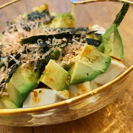 ダイエット中のひとりランチにも*ボリューム満点アボ豆腐サラダ
